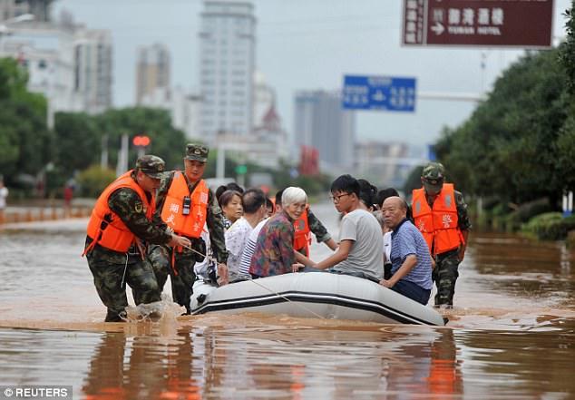Personas rescatadas de las inundaciones en China