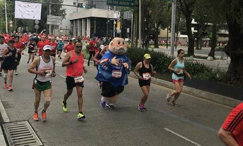 https://www.am.com.mx/2017/08/28/mexico/obligan-al-dr-simi-a-abandonar-el-maraton-de-la-ciudad-de-mexico-372199