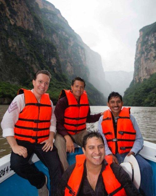 Peña Nieto borró una foto en la que salía con Julión Álvarez