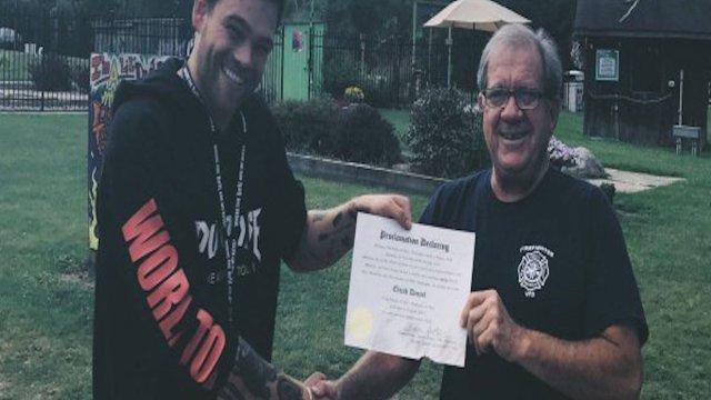 Youtuber gay alcalde prohibe entrada heteros