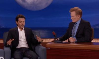 Diego Luna relatando el sismo a Conan O'Brien