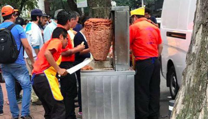 regalan tacos a brigadistas del sismo en la cdmx