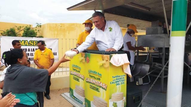"""Llegan """"tortimóviles"""" a los albergues, producirán 36 mil tortillas por día"""