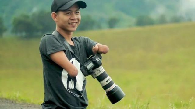 Fotógrafo sin manos ni piernas te sorprenderá con su trabajo