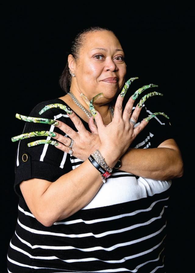 Existe una hermandad de mujeres con uñas largas llamada Long Nail Goddesses