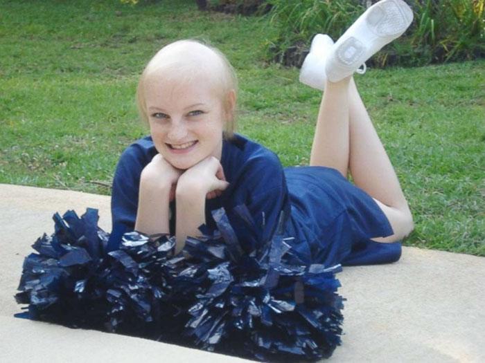 Chica decide regresar al hospital donde venció al cáncer, ahora como enfermera