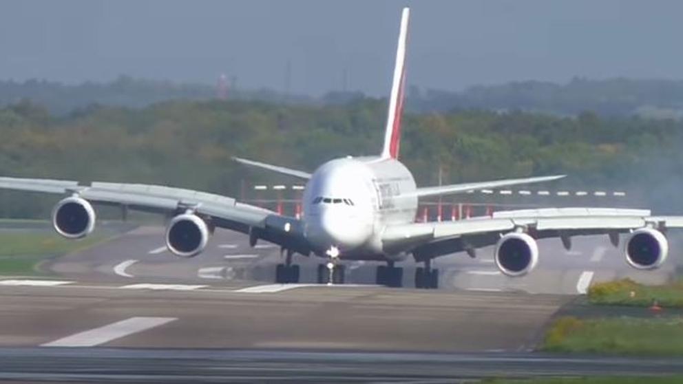 Video terrorífico de aterrizaje forzoso de un Airbus en Alemania