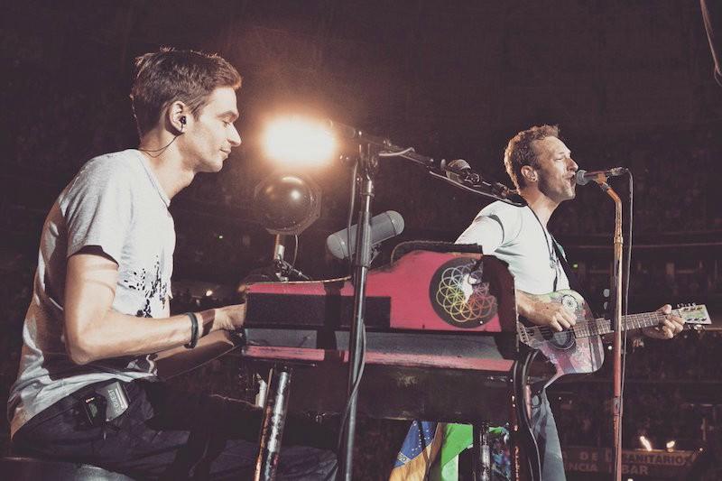 Coldplay captado por fans brasileños tocando De música ligera