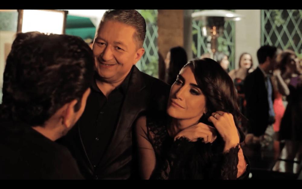 Enrique Campos y Danielle Dithurbide parodiando Felices los Cuatro de Maluma