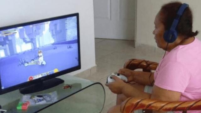 Abuela se convierte en gamer después de que le regalaran de broma un Xbox