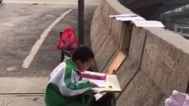 niño-tarea-calle