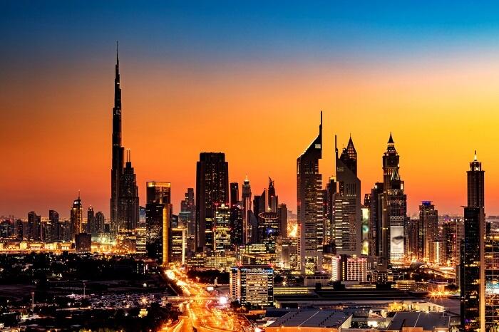 ciudad-dubai-emiratos-arabes-unidos-noche-rascacielos