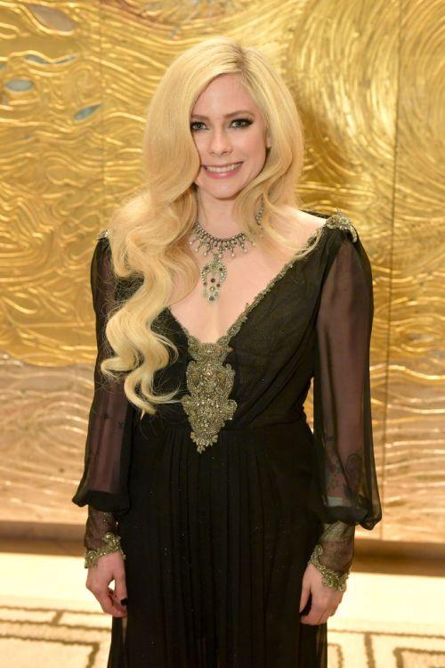Avril Lavigne volvió con nuevo look