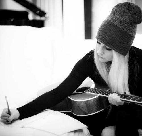 Avril Lavigne regresa a sus redes con nuevo look