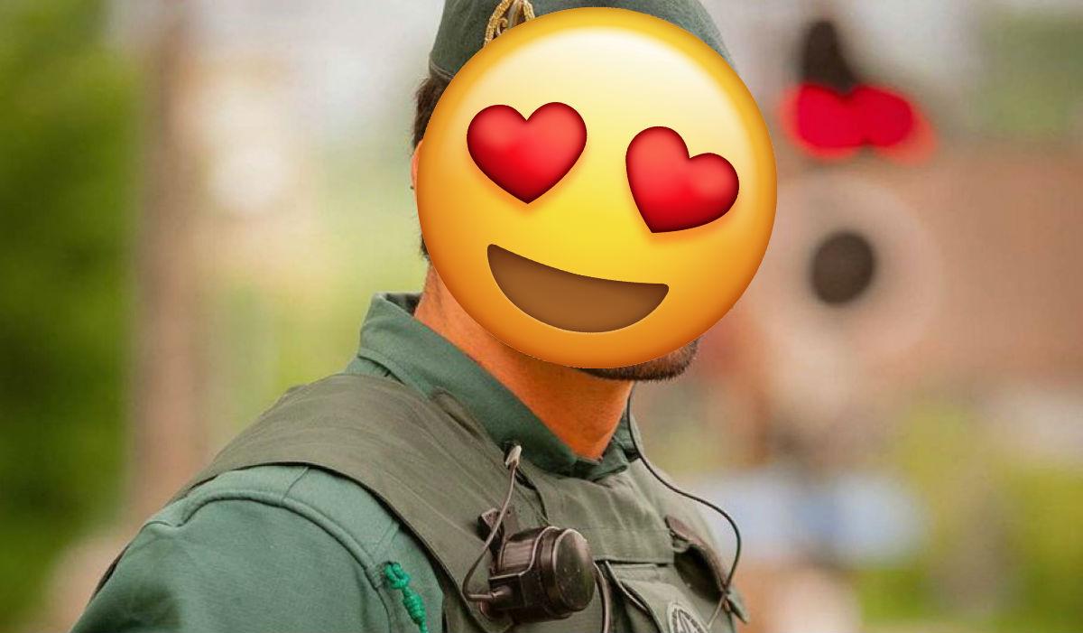 Guapo agente de la guardia civil española
