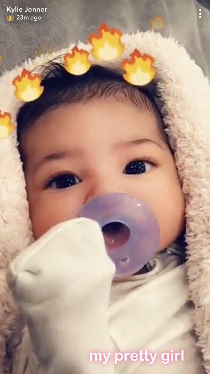 fotos-hija-stormi-kylie-jenner-kardashian-instagram