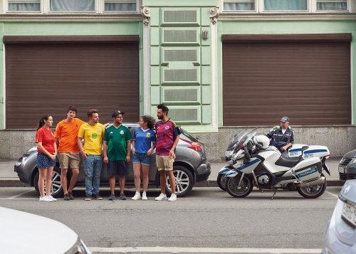 Llevan bandera orgullo gay a rusia
