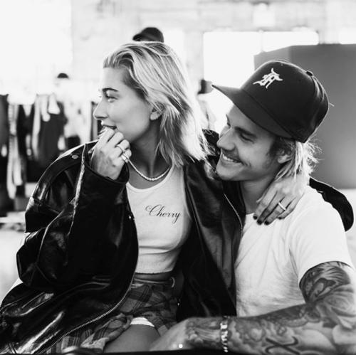 Justin Bieber confirma compromiso