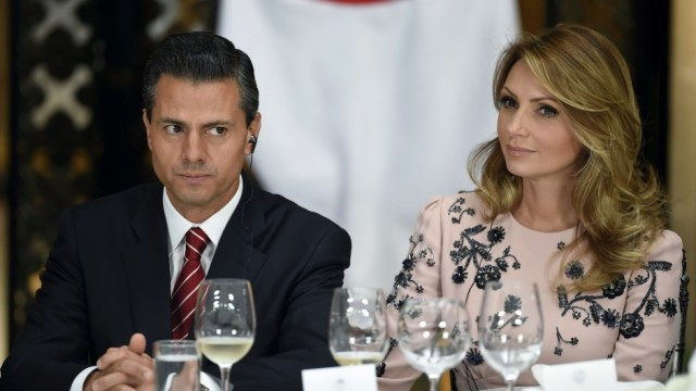Fría felicitación Peña Nieto Angelica Rivera