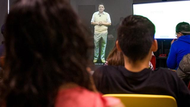 Profesor del Tec de Monterrey dio clase como holograma
