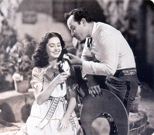 Eugenio Derbez le enseña a su hija a cantar como Silvia Derbez