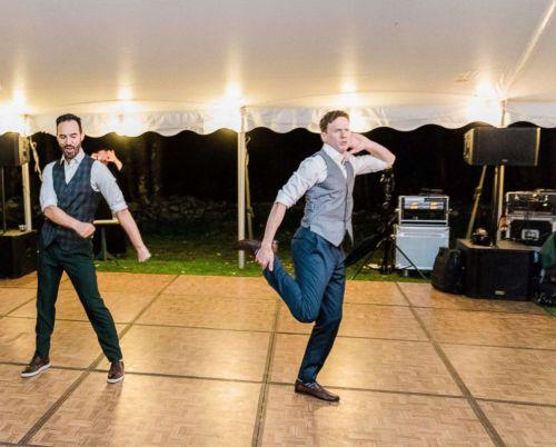 Dan espectacular baile en su boda
