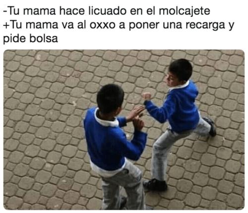 Memes niños peléandose por mamá
