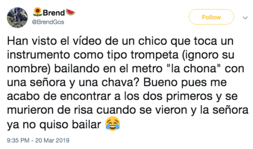 Usuarios bailan la Chona en el Metro de CDMX