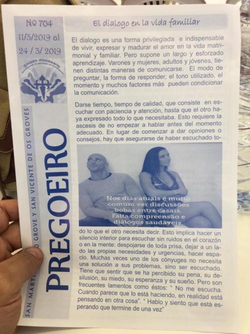 Padre coloca foto de actores porno en folleto religioso