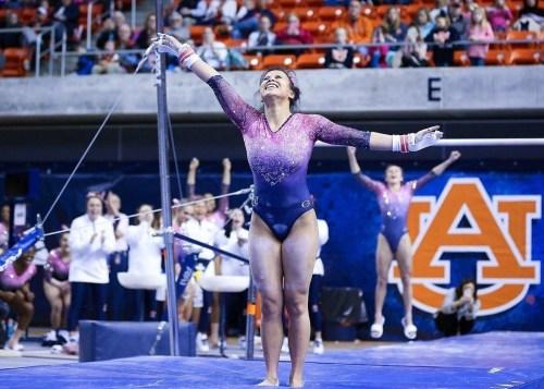 La historia de la gimnasta que se rompió las piernas