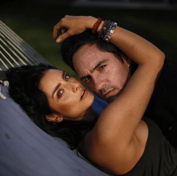 Aislinn Derbez y Mauricio Ochmann celebran cinco años juntos