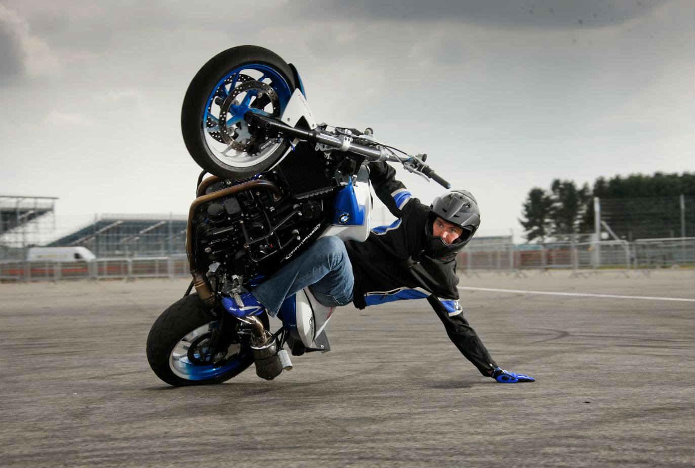 Sujeto tiene erección de 9 días por accidente en motocicleta