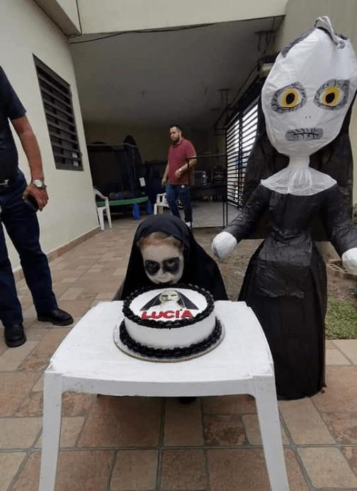 Niña hace fiesta con temática de la película La Monja