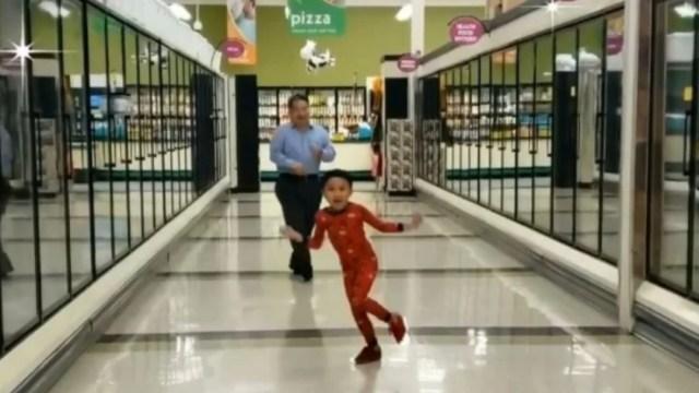 Baile Niño Abuelo Supermecado, Baile de Niño con su Abuelo en Supermercado, Baile de Niño con su Abuelo, Niño baila con su abuelo viral, Niño Abuelo baile, Niño Baila