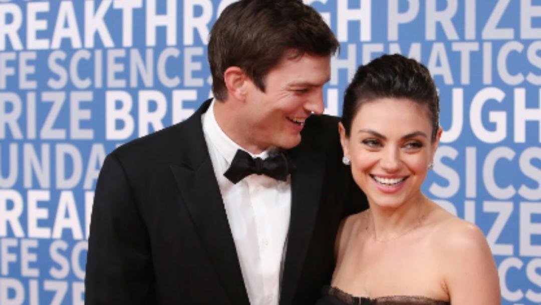 Ashton Kutcher y Mila Kunis se vuelven virales cantando