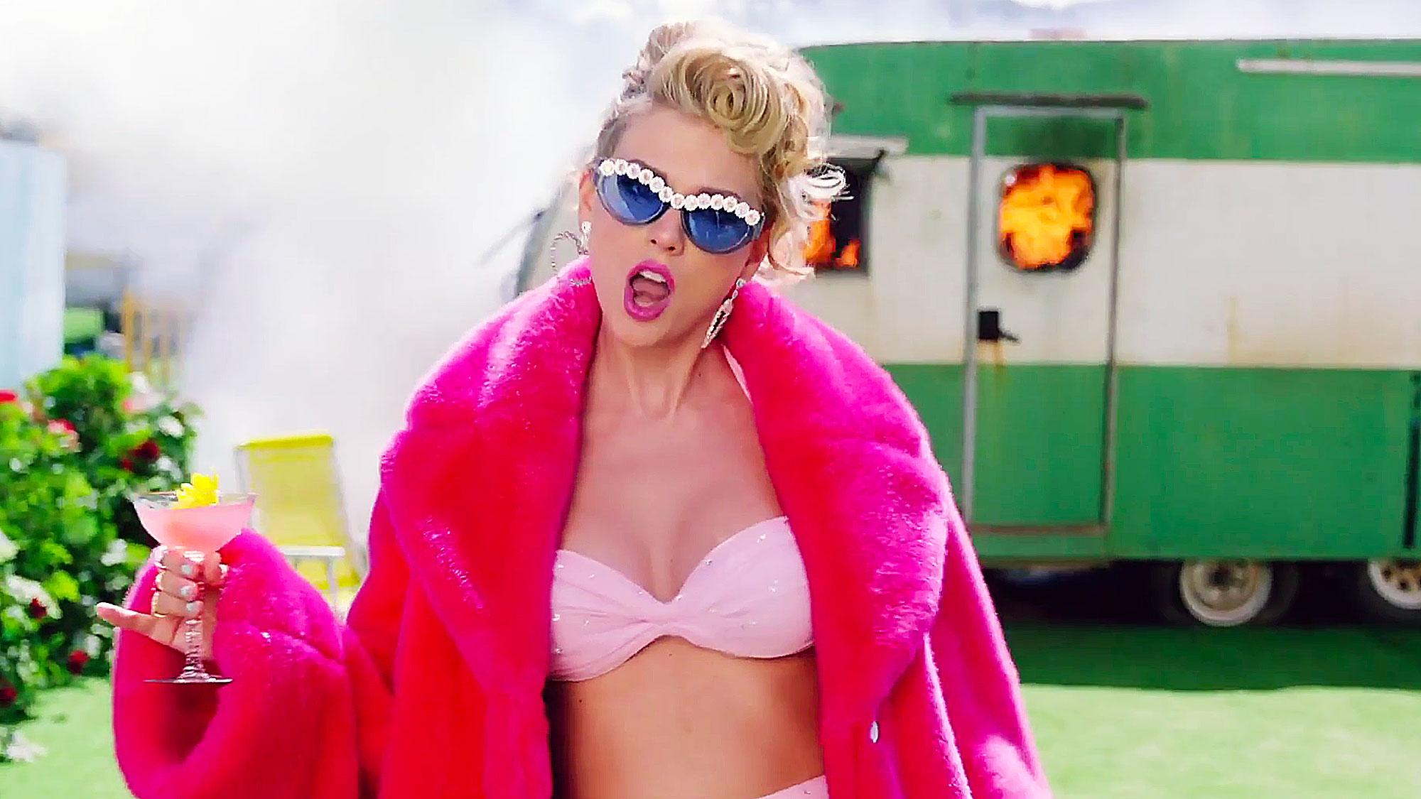 Joh Travolta condunde a Taylor swift con Jade Jolie en VMAs
