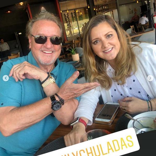 Carlos Villagrán reaparece tras muerte del esposo de la Chilindrina