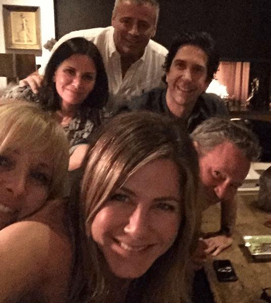 Jennifer Aniston abre su Instagram con reunión de Friends