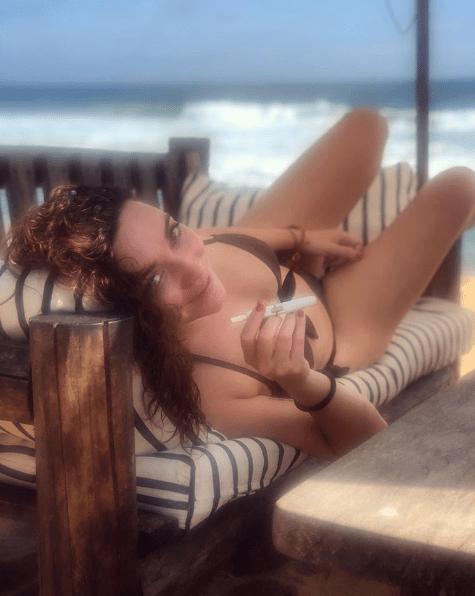 Regina Blandón desata sospechas de embarazo con foto en bikini