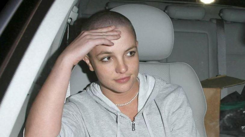 Britney Spears pelona abordo de un auto