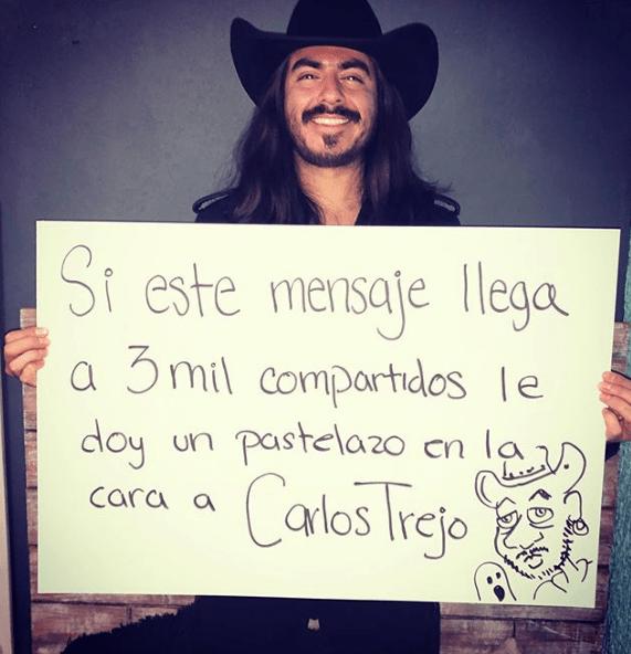 Rey Grupero le da pastelazo a Carlos Trejo