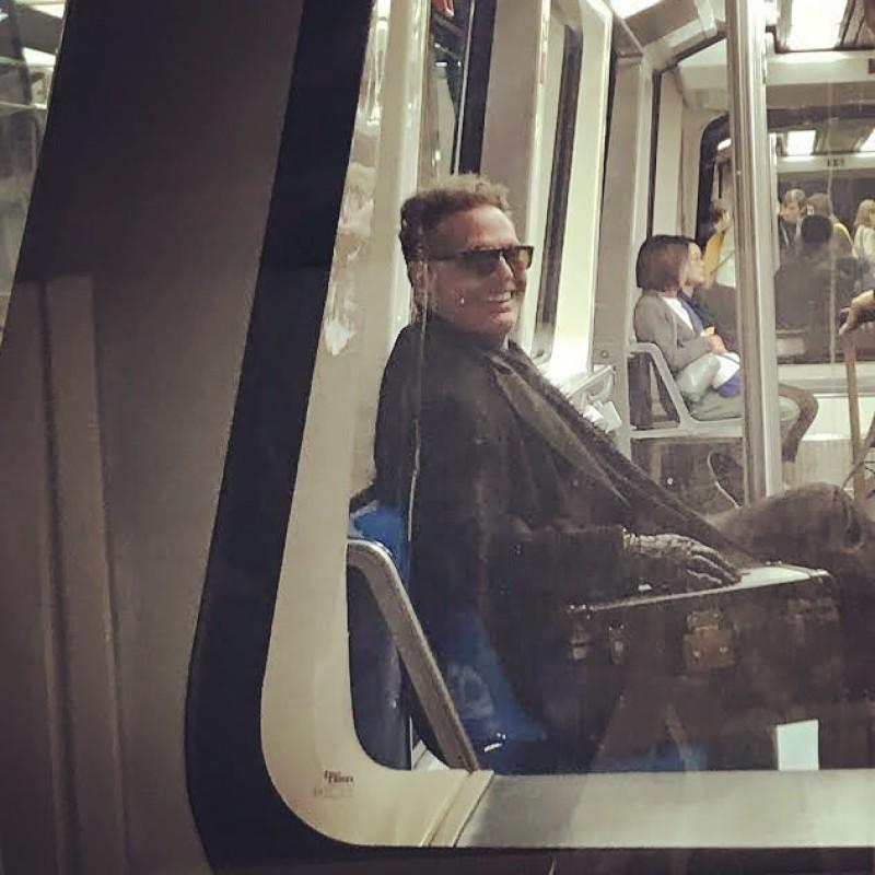 Luis Miguel viaja en el metro de Madrid