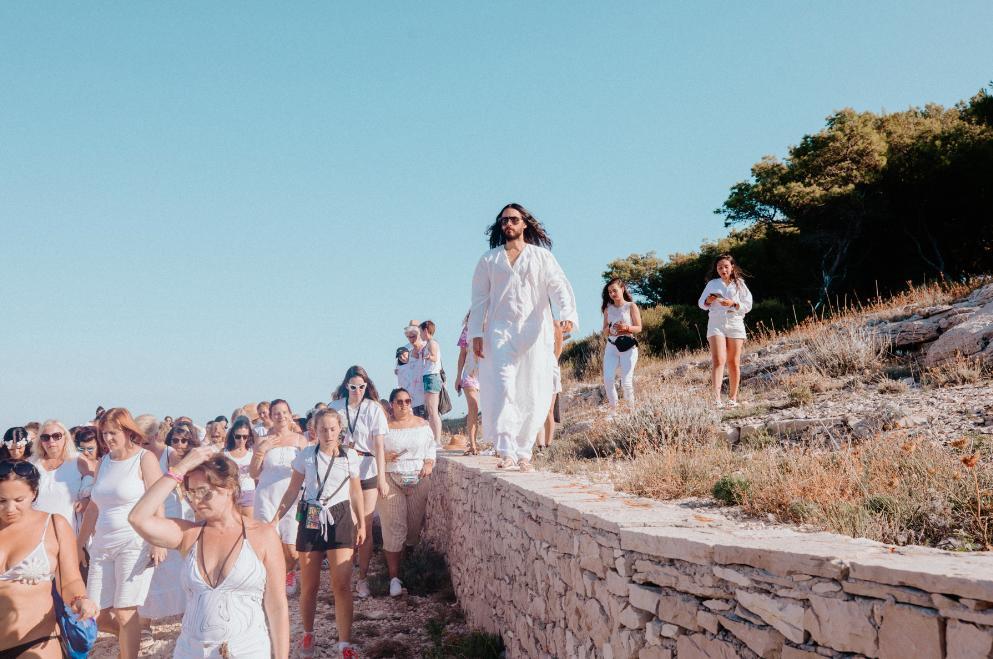 Jared Leto inicia culto religioso en isla donde él es el profeta