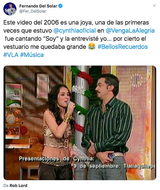 """Este video del 2006 es una joya, una de las primeras veces que estuvo @cynthiaoficial en @VengaLaAlegria fue cantando """"Soy"""" y la entrevisté yo... por cierto el vestuario me quedaba grande Cara con lágrimas de alegría"""