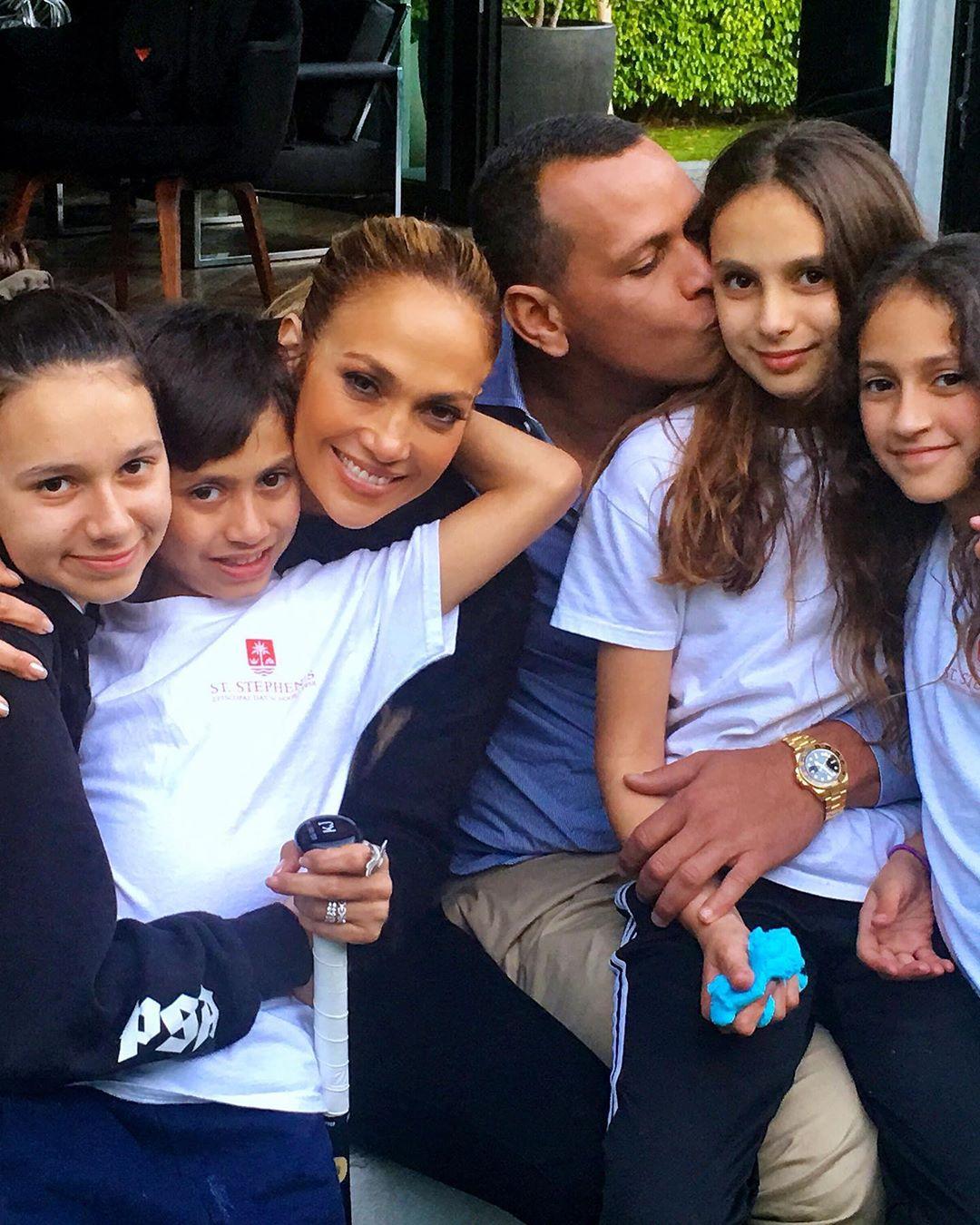 Jennifer Lopez suspende su boda con Alex Rodriguez por Coronavirus