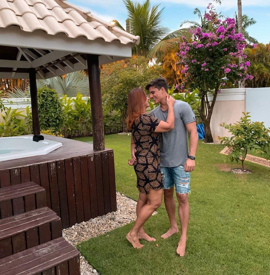 Mamá de Neymar termina con su novio porque descubrió que es gay