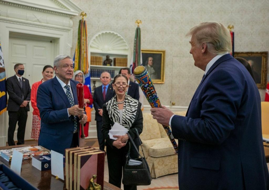 Amlo y Trump intercambian bates de beisbol