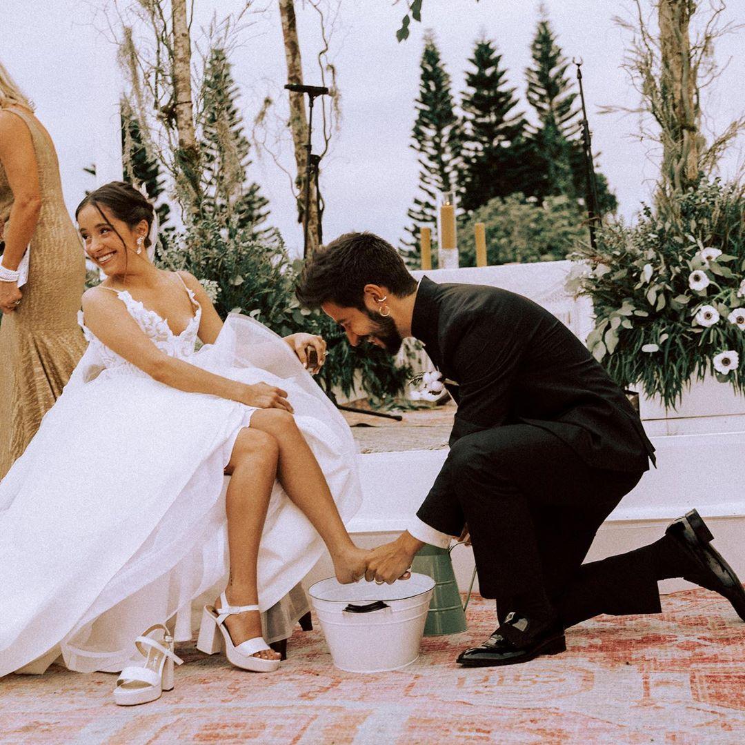 Camilo le chupa los pies a Evaluna para demostrarle su amor y no entendemos por qué