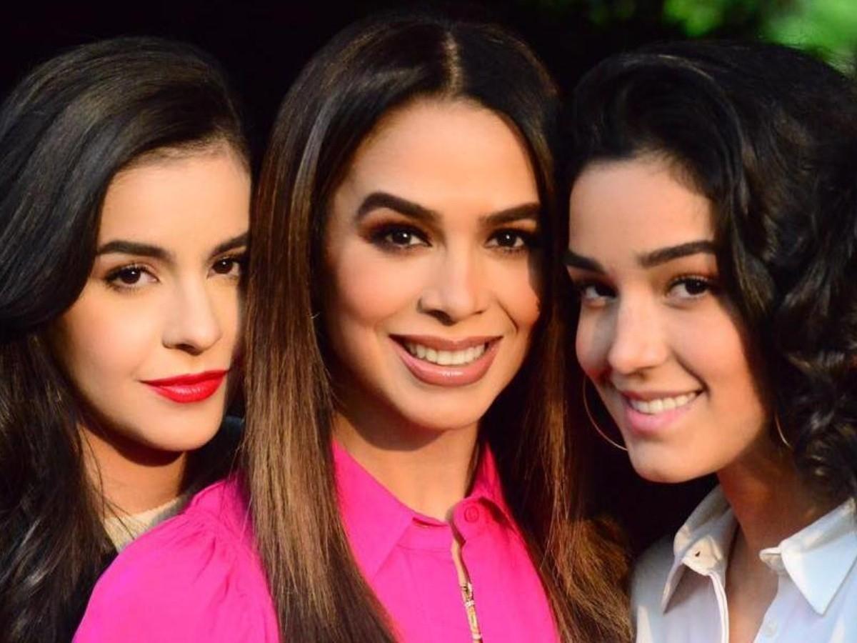 Hijas de Bibi Gaytán reviven los mejores looks de su madre cuando era joven