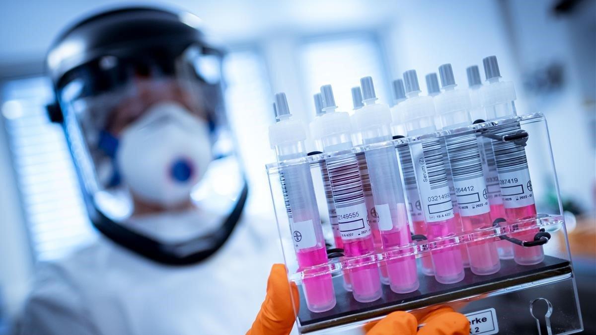 Rusia gana la carrera para salvar a la humanidad desarrollando la primera vacuna covid-19